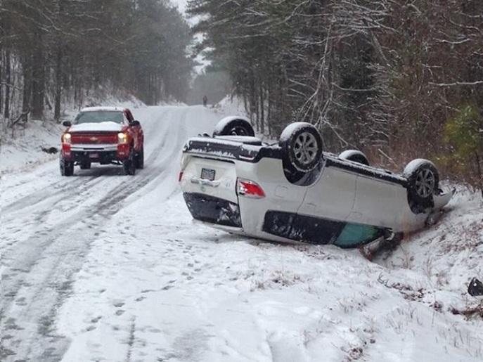 Alabama-traffic-crash-winter-icy-road